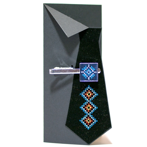 Вишитий зажим для краватки з орнаментом (синій)