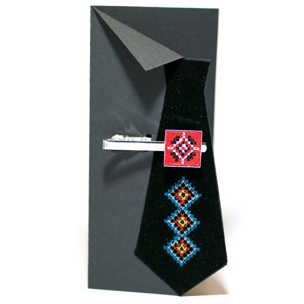 Вишитий зажим для краватки з орнаментом (червоний)