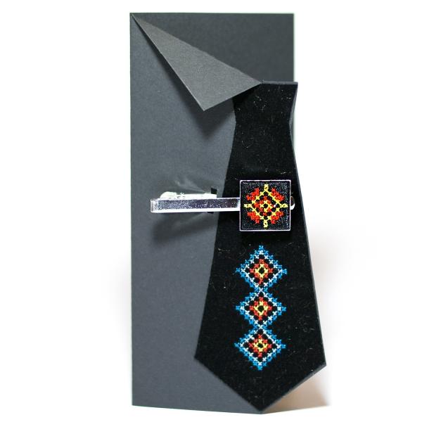 Вишитий зажим для краватки з орнаментом (чорний)