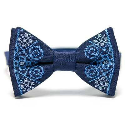 Синій вишитий метелик №642