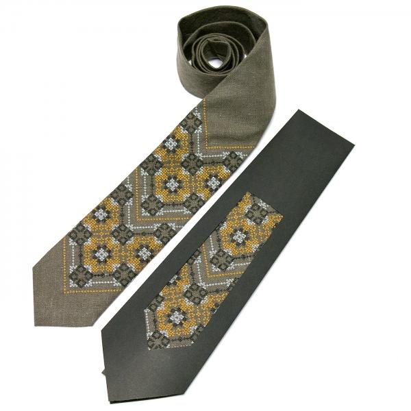 Вишита краватка з льону №678