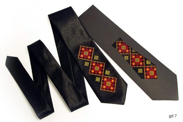 Дитячий галстук з вишивкою Русан