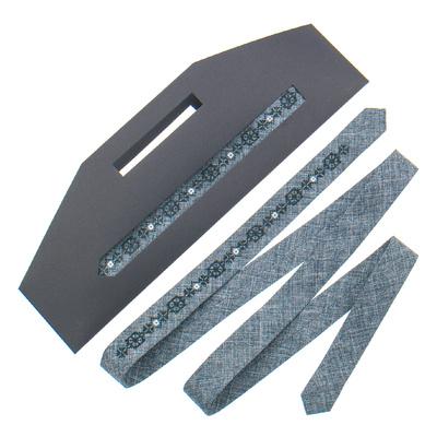 Тонка краватка з вишивкою №828