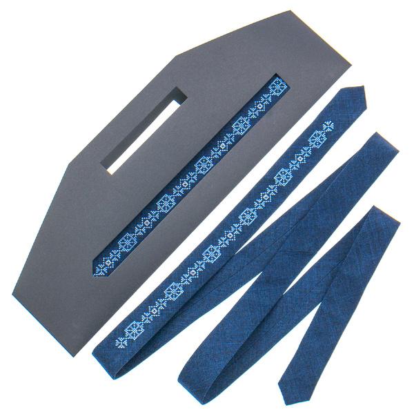Тонка краватка з вишивкою №830