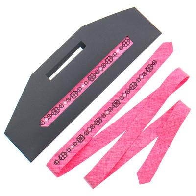 Тонка краватка з вишивкою №832