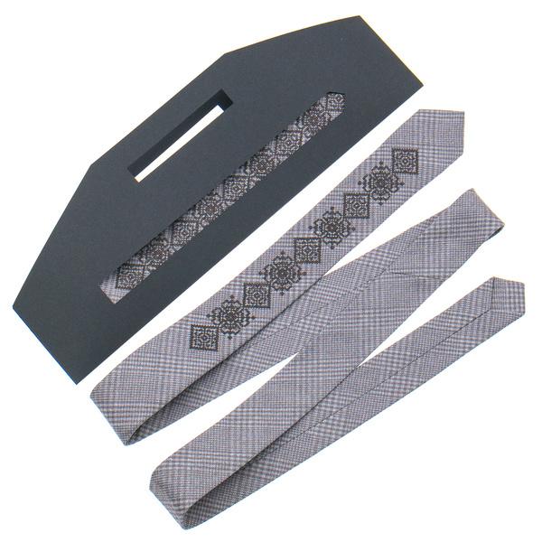 Вузька краватка з вишивкою №916
