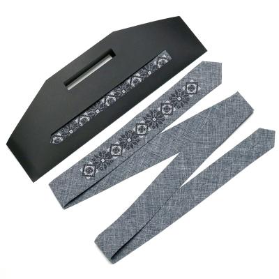 Вузька вишита краватка №754