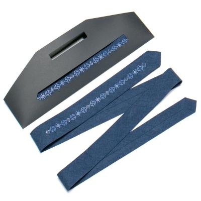 Вузька вишита краватка №761