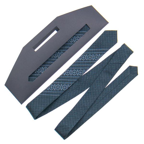 Вузька краватка з вишивкою №837