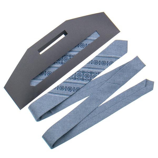 Вузька краватка з вишивкою №851