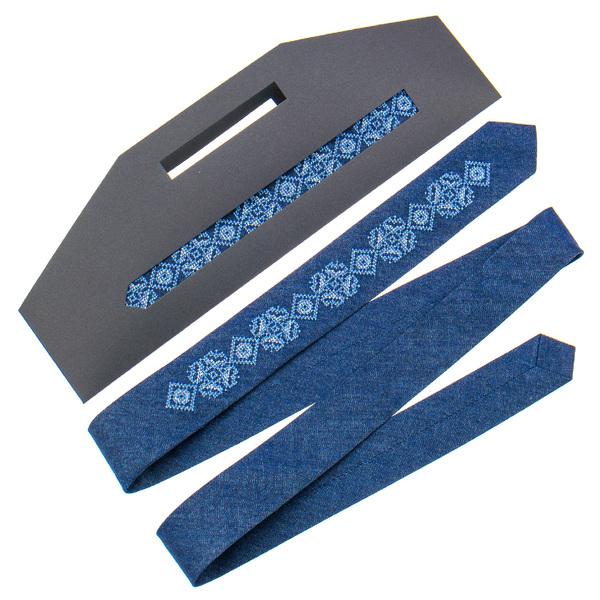 Вузька джинсова краватка з вишивкою №896