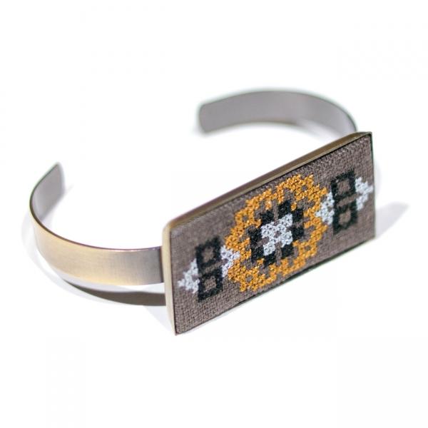 Вишитий браслет з льону №688