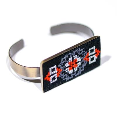 Вишитий браслет з льону №689