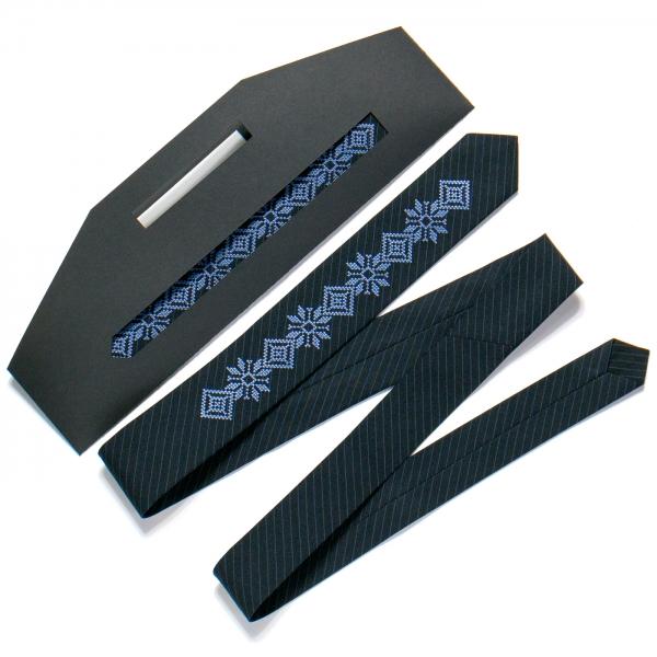 Тонка вишита краватка №719