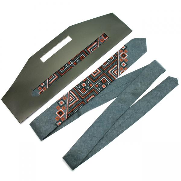 Вузька вишита краватка з льону Сова